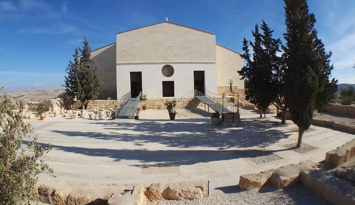 Siamo tornati all'esterno: la facciata della basilica.