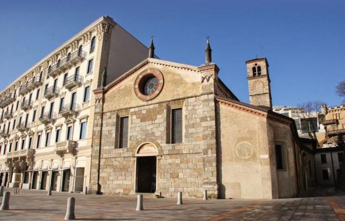 La facciata della chiesa.