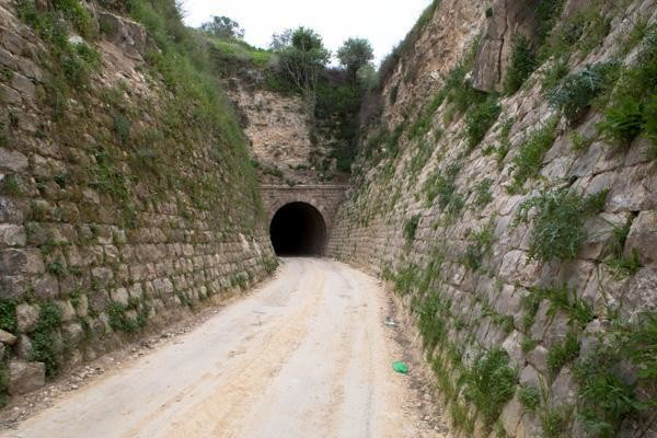 Tulkarem, il vecchio tunnel ferroviario attira turisti