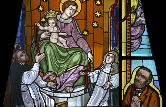 A Nazaret una vetrata con la Madonna di Pompei