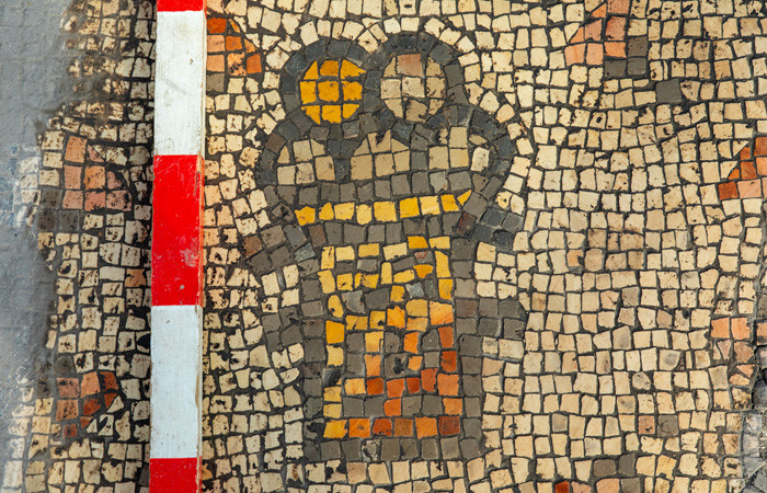 Nel dettaglio dei mosaici recentemente scoperti a Hippos un cesto di pane. (foto Michael Eisenberg)