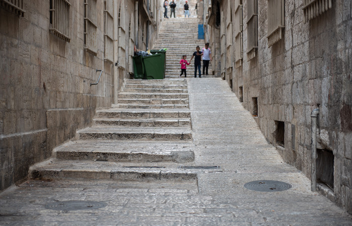 Una delle rampe pensate per agevolare la circolazione per le vie di Gerusalemme vecchia. (foto N. Asfour/Cts).
