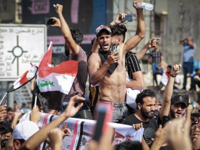I giovani iracheni accendono le piazze
