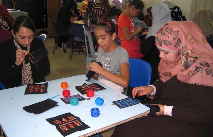 Un concorso di ricamo per le più giovani al Centro pastorale melchita di Ramallah.