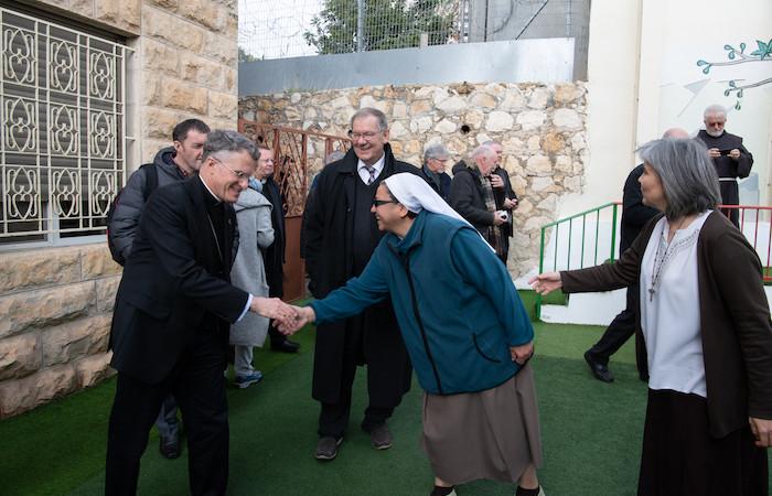L'accoglienza delle religiose. (foto N. Asfour)