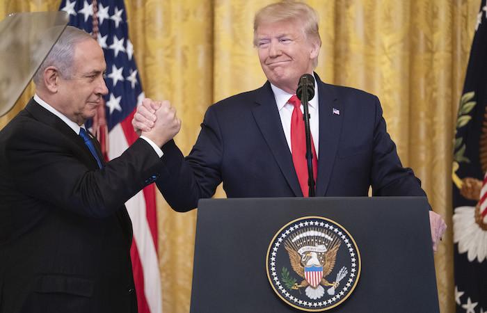 Il presidente Trump e il premier israeliano Netanyahu il 28 gennaio 2020 alla Casa Bianca. (foto Shealah Craighead/White House)