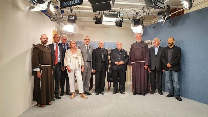 Foto di gruppo per l'inaugurazione dell'ufficio di corrispondenza di TV2000-InBlu Radio a Gerusalemme.