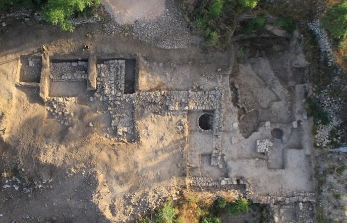 Una foto aerea degli scavi archeologici di Tel Motza, scattata alla fine del 2013. (foto SkyView, Israel Antiquities Authority)