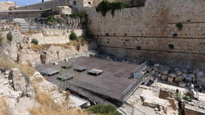 Gerusalemme, la piattaforma per la preghiera mista realizzata al muro occidentale, in prossimità dei resti dell'Arco di Robinson.