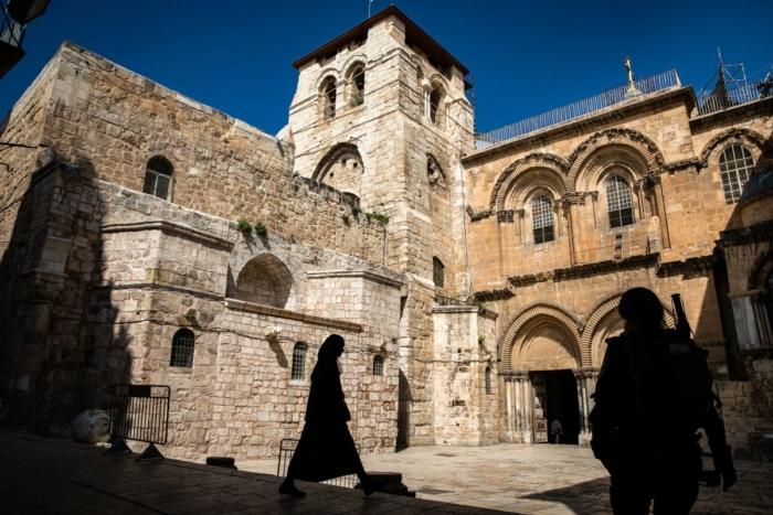 Deserto il sagrato della basilica del Santo Sepolcro marzo 2020