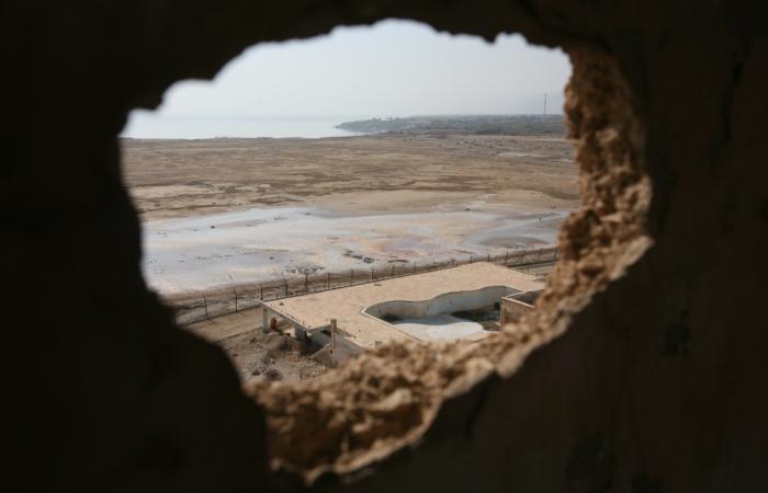 Un'immagine del Mar Morto. Anche le acque del lago salato si stanno costantemente prosciugando. (foto Yossi Zamir/Flash90)