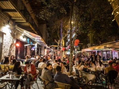 In Israele torna la movida, ma il virus è in agguato