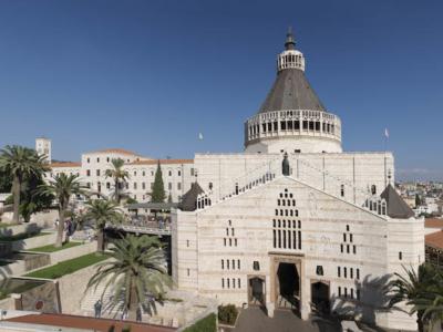 Luce sulle vetrate di Nazaret
