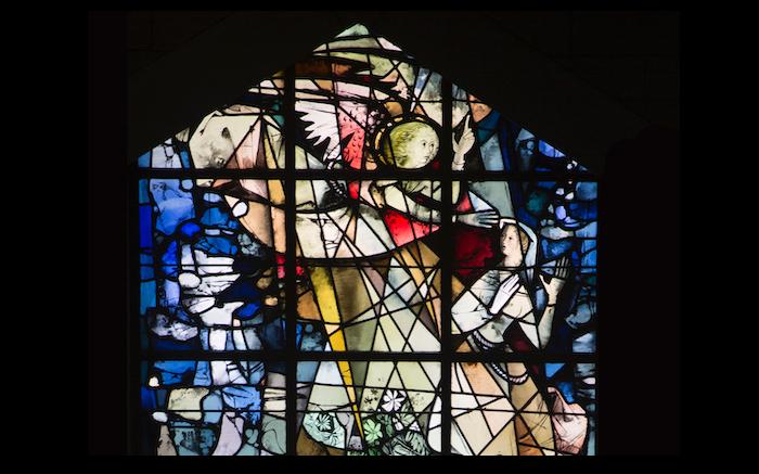 In questa vetrata di Max Ingrand l'Annunciazione.  (foto Mab/CTS)