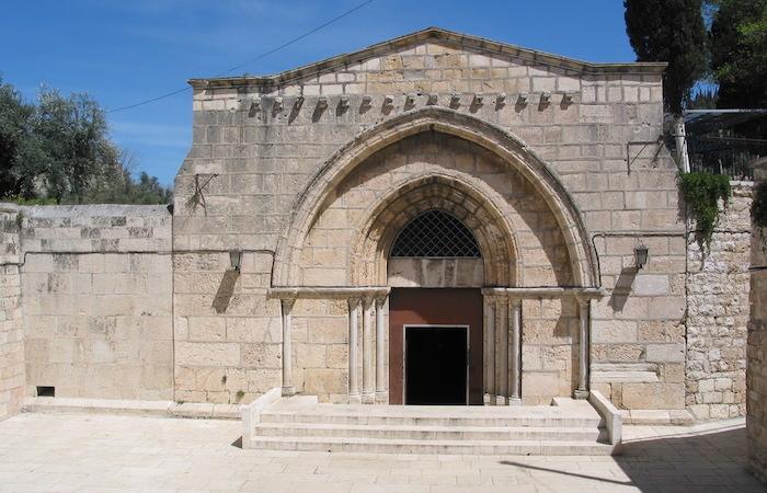 L'austero portale crociato della chiesa, conosciuta come la Tomba di Maria. (foto Jerzy Kraj)
