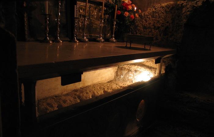 Come nel Santo Sepolcro, la tomba vuota è stata isolata da quelle circostanti. (foto Jerzy Kraj)
