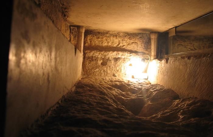 Il blocco di pietra sul quale fu posto, secondo la tradizione, il corpo di Maria dopo la sua morte. (foto Jerzy Kraj)