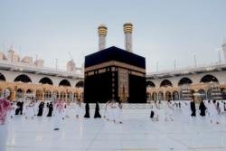 I musulmani tornano alla Mecca, a piccoli gruppi