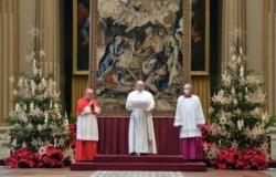 Francesco a Natale: Gesù bambino ci fa fratelli