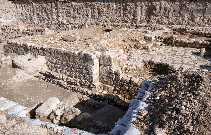 I resti del <i>mikveh</i> per le purificazioni risalenti all'epoca di Gesù. (foto Nadim Asnour/CTS)
