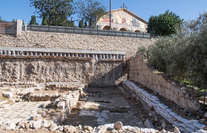 Scavi del bagno rituale al Getsemani presentati ufficialmente il 21 dicembre 2020. (foto Nadim Asfour/CTS)