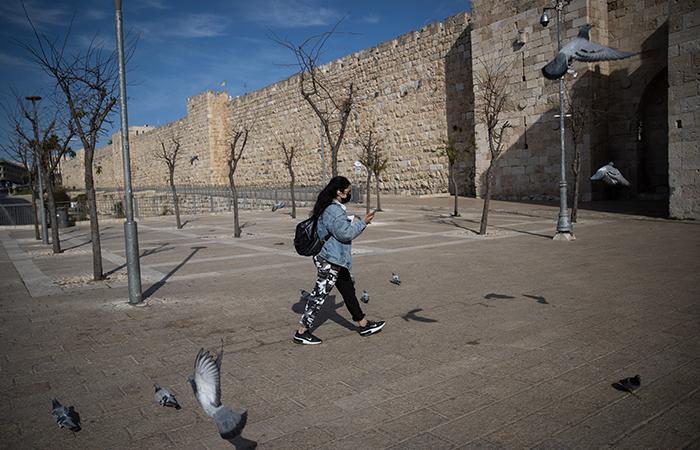 Vaccini e confinamento, Israele argina il Covid