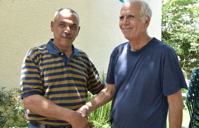 Yuval Roth con Naeem Al-Bayda. (le foto sono di The Road to Recovery)