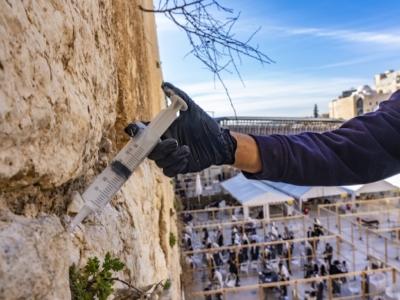 Iniezioni per curare i malanni del Muro occidentale