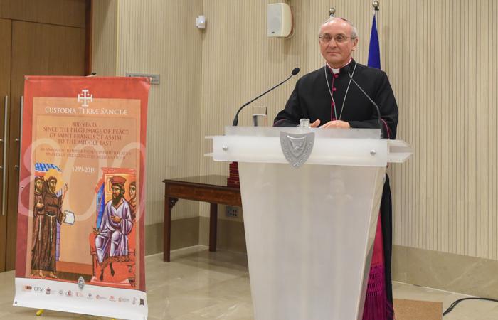 Monsignor Leopoldo Girelli va in India