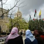studenti nel cortile universita' betlemme palestina