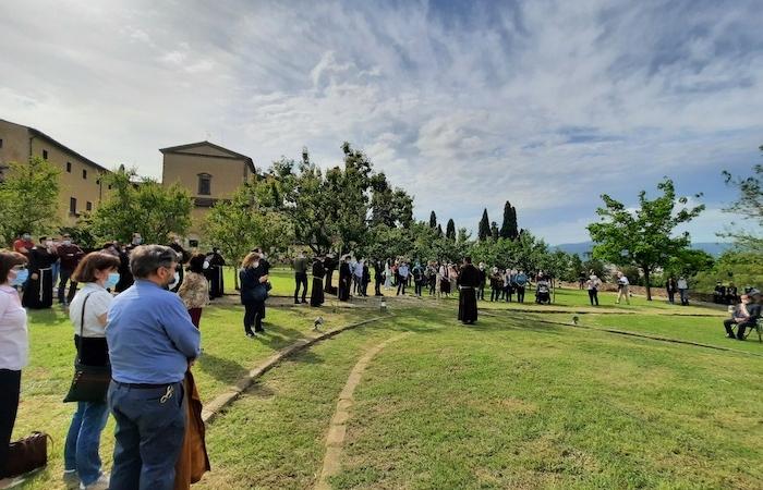 Numerosi fiorentini hanno scelto di essere presenti a questo momento.