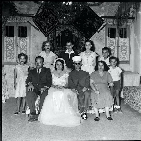 Foto di gruppo familiare in occasione di uno sposalizio a Gaza