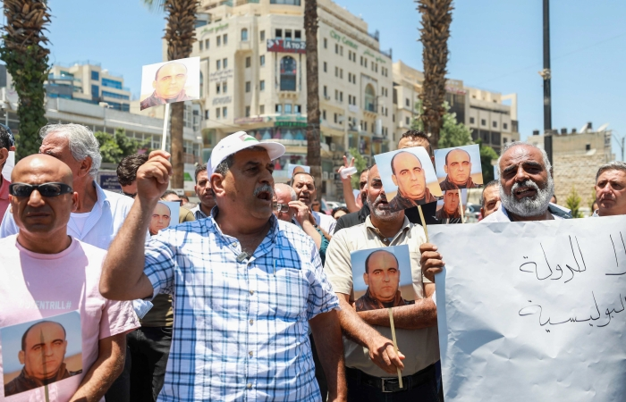 «Via Abbas!», la collera dei palestinesi per la morte di un oppositore