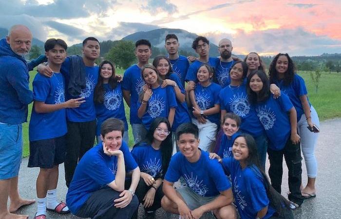 Foto di gruppo con i giovani partecipanti alla trasferta in Austria in questa estate 2021. (foto Desert Flower)