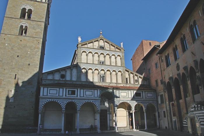 La facciata della cattedrale di San Zeno a Pistoia.