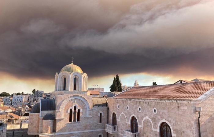 Un incendio en Jerusalén desde el 15 de agosto obliga a evacuar 10.000 personas 2